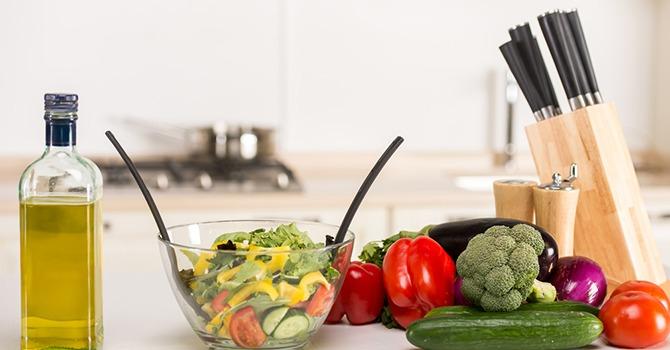 De Beste Oliën om over Salades te Sprenkelen