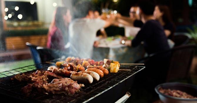 Beloon Je Man met Barbecue! Kijk hem Genieten!