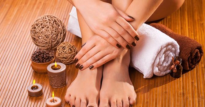 Heb je het druk gehad? Verwen je voeten in het comfort van je eigen huis!