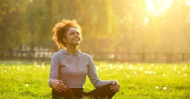 Yoga poses om spanning en stress te verlichten